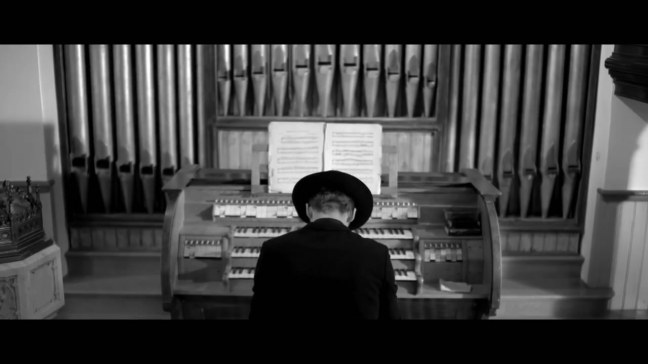 1361779921_woodkid-i-love-you-official-video.mp4_snapshot_05.16_2013.02.25_17.59.01